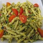 Buffet crudités - Salade de pennes aux olives, tomates et pesto